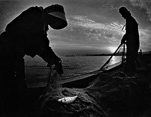 williameugenesmith-1972-couple-fishing-minamata-japan