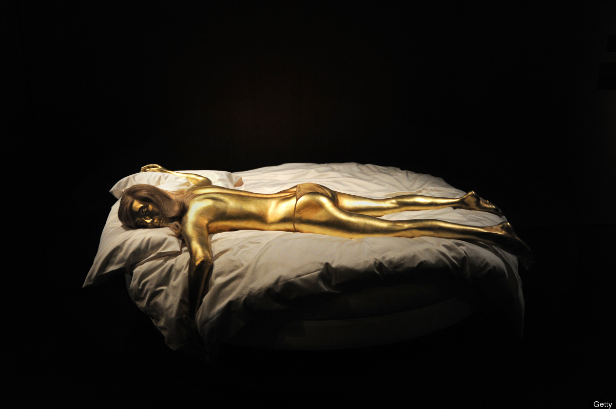 woman-painted-gold-in-the-James-Bond-film-Goldfinger